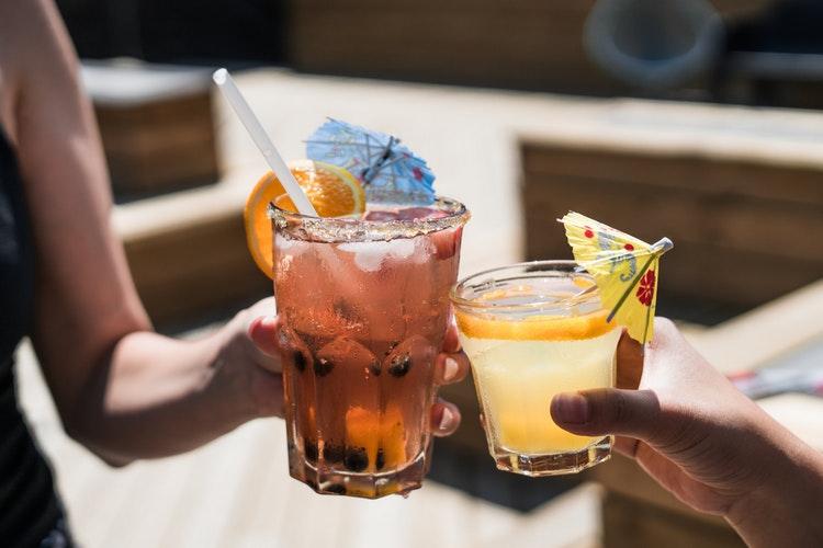 El alcohol elaborado con alto contenido en azúcar es más perjudicial