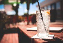 El consumo de alcohol en personas con diabetes debe ser moderado y con precauciones