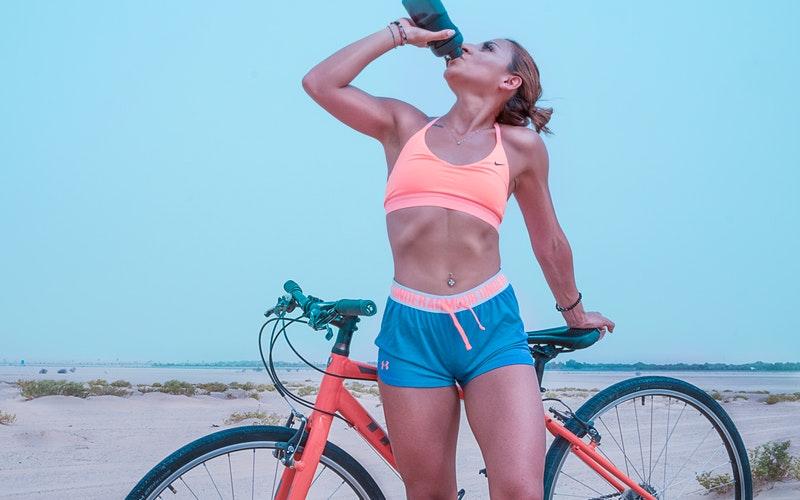 Hidratarse es vital para evitar riesgos por el calor