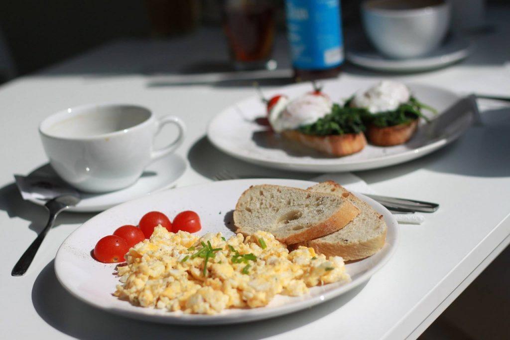 Desayuno: Tortilla y café