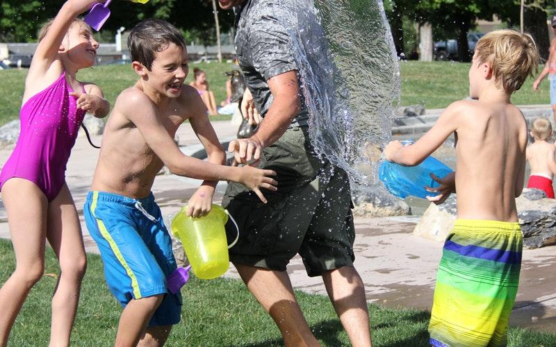 Campamentos de verano para que los niños jueguen y aprendan