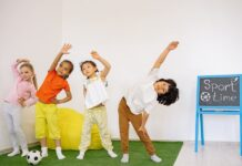 Niños haciendo ejercicio