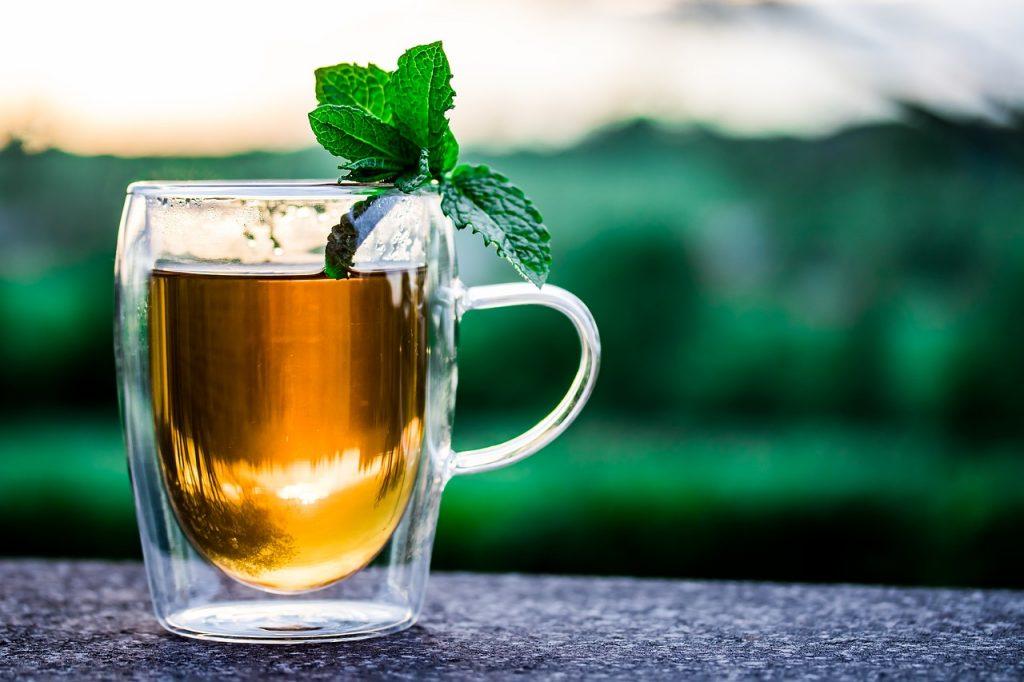 El té sin azúcar es una de las mejores opciones para hidratarse.