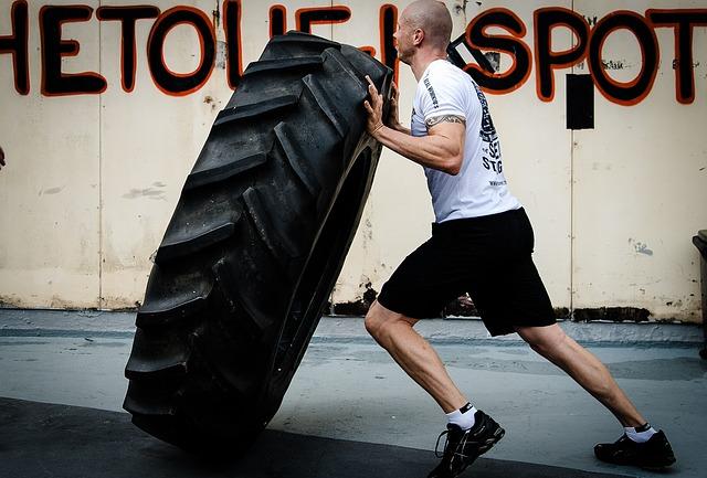 Tire flip o levantamiento de neumático