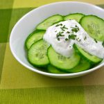 Deliciosa salsa de yogur griego ideal para picar